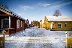Chalet in Rovaniemi in Lapland, Finland (Zeeyolq Photography) Tags: winter house snow architecture suomi finland colorful rovaniemi lapland chalet finnish snowscape finlande laponie