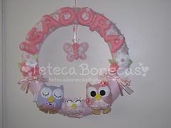 Guirlanda para a bonequinha Isadora. (Teteca Bonecas) Tags: artesanato bebê guirlandas guirlandaparamaternidade