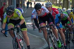 52e oranje ronde Enkhuizen (Dirk Drijfhout) Tags: people sitting elite sit seated enkhuizen criterium amateurs fiets actie wielrennen wielerronde racefiets wielrenners wielrijders wielrijder oranjeronde 52eoranjerondeenkhuizen