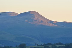 Carmarthen Fan - first light : (in explore) (cmw_1965) Tags: carmarthen fan brecon beacons glamorgan wales mountain dawn daybreak cymru mynydd day light shadow tamron zoom telefoto telephoto 70300mm d3200 brycheiniog explore