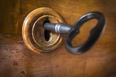 Closed (Salva Pags) Tags: old vintage key closed lock cerrado antiguo antic llave clau cerrojo pany tancat