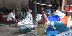 ladies who wash shoes (the foreign photographer - ) Tags: ladies white portraits thailand four shoes bangkok sony rubber bang bua khlong bangkhen rx100 dscjul32016sony