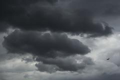 Mi sollevero da tutto questo / Rise above this (Richmond-upon-Thames, London, United Kingdom) (AndreaPucci) Tags: london uk richmond clouds aeroplane storm andreapucci canoneos60 heathrowairport