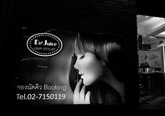 De' Juice (jcbkk1956) Tags: night fuji xt1 mono blackwhite sign salon hairdressers beauty street fujinonxf18135mm thonglo bangkok thailand worldtrekker