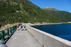 Traverse du barrage de l'Oule 1819m (alainlecroquant) Tags: montagne lac pyrnes nouvielle oule bastan infrieur suprieur milieu barrage artigusse parking vache cheveaux refuge refugedebastan