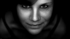 Gundel#1 (lichtflow.de) Tags: eos5dmarkiii ef50mmf14 festbrennweite sw bw face gesicht portrait portrt frau woman human nice wow lowkey lowlight lichtflow