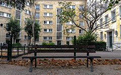 2016-08-29  Les amoureux des bancs publics (Georges Brassens) (Robert - Photo du Jour) Tags: aout 2016 aufildutemps lesamoureuxdesbancspublics georgesbrassens banc nanterre triste seul vide
