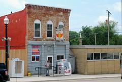 Smiley's Pub, Warren Illinois (Cragin Spring) Tags: smileyspub bar building architecture oldbuilding illinois il midwest smalltown northernillinois warren warrenil warrenillinois unitedstates usa unitedstatesofamerica