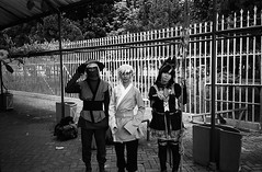 Otaku in Jakarta (Purple Field) Tags: contax tvs carl zeiss variosonnar 2856mm fuji neopan iso400 presto bw monochrome film analog 35mm jakarta indonesia street otaku walking people together                 canoscan8800f stphotographia