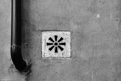 Rom Abflurohr 4 b&w (rainerneumann831) Tags: abflurohr abstraktlinien blackwhite lftung quadrat rom
