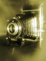Camera Blur (David Cucaln) Tags: old stilllife blur macro 35mm vintage olympus retro desenfoque oldcamera bodegon fineartphotography naturalezamuerta e510 cucalon davidcucalon viejacamarafotografica
