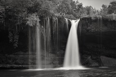 Peon 2 (thoskar) Tags: burgos pedrosadetobalina water waterfall cascada bw blancoynegro spain naturaleza nature d3300 landscape