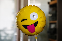 Trotz allem (Lens Daemmi) Tags: smiley laughing balloon tongue