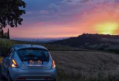 Sunset in Tuscany (Pablo_cid) Tags: light red summer sky italy nature car night relax landscape atardecer nikon italia paisaje coche tuscany verano siena pienza toscana chill vacaciones