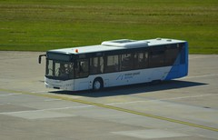 Neoplan-Bus (Digi-Joerg) Tags: 19072016 internationalerverkehrsflughafen hannoverlangenhagen haj vorfeldbus cartruckbuspool germany