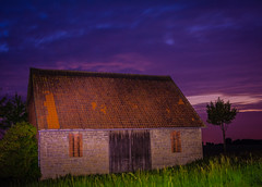 Magenta House... (photojaker00) Tags: d5200 nikon photography picoftheday jaker photo dslr awesome lightroom adobe photoshop outdoor einfarbig feld landschaft meer himmel heiter wasser wehat field endless sky stars night light road landstrase sonnenuntergang dmmerung nacht magenta house