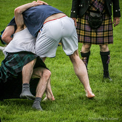Scottish Backhold Wrestling (FotoFling Scotland) Tags: highlandgames scottishwrestlingbond stirlinghighlandgames athlete barefoot brieflines field kilt kilted legs male plaid singlet socks sporran tartan wrestler wrestlingbond