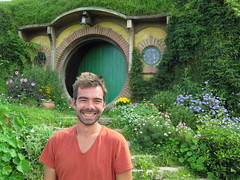 "Hobbiton <a style=""margin-left:10px; font-size:0.8em;"" href=""http://www.flickr.com/photos/83080376@N03/16338058943/"" target=""_blank"">@flickr</a>"