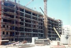 Blok 22, Zgrade oko arene, maj 1997. god. (Milan Milan Milan) Tags: building 22 serbia u 1997 belgrade 8m beograd smena maj novi srbija blok  arhitektura urbanizam borbe napred 8 izgradnji izgradnja blok22 devedesete antifaistike antifasisticke