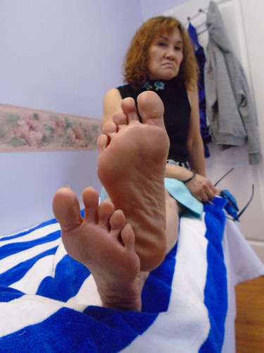 mature asian feet pics