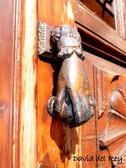 Toc Toc (David del Rey78) Tags: laorotava tenerife canarias corpuschristi paisaje tradicin costumbre arte llamador knocker door puerta hand mano vintage decorative decorado embellecimiento antique