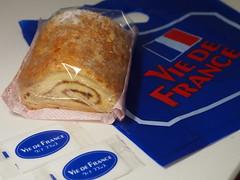 Vie de France Bakery Aomori (ChihPing) Tags: viedefrance bakery  aomori  sakura   japan   olympus em5 omd 45mm f18