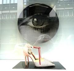 Envy (Kay Harpa) Tags: paris france shoe glasses eyes europe yeux ojos gafas shopwindow lunettes vitrines bonmarch chaussure afga thebiggestgroup greatstore photokay parisproms et2016