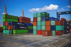 Anglų lietuvių žodynas. Žodis cargo container reiškia krovinių konteineryje lietuviškai.