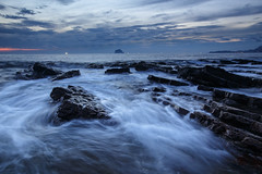 Keelung, Taiwan _IMG_3186 (Len) Tags: seascape sunrise rocks waves  taiwan  dawning  hy seacoast daybreak cpl keelung 6d       waimushan   ef1635mmf28liiusm 1635lii reversegnd
