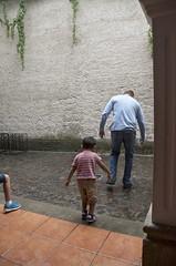 5 legs are better than 1 (Pejasar) Tags: father son play rain fun school escuelaintegrada 5leggedpicture antigua guatemala