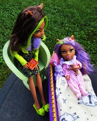 Bed time story (flores272) Tags: clawdeenwolf clawdeen clawdeenbaby hybrid chelsea doll dolls toy toys monsterhigh monster monsterdoll outdoors