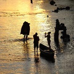 Unusual Amount of Foot Traffic for a River (dsgetch) Tags: sunset willamette river silhouette willametteriver autzenfootbridge autzen