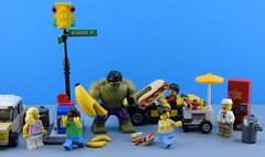 Hulk's diner  (Alex THELEGOFAN) Tags: lego legography super heroes banana hot hotdog suit series collectible minifigures minifigure minifig minifigs movie minifigurine marvel monster hulk street vending machine kart sausage trash container car
