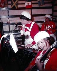img623 BellyButton (wiggle 3D, look at the original size) (yoshing_BT) Tags: wiggle animated animatedstereo stereophotography stereograph wiggly wiggle3d pikupiku ぴくぴく pikupiku3d parallax motionparallax ぷるぷる プルプル プルプル3d animatedgif animationgif wigglegram wigglephoto 3dgif 3dphoto nimslo nimslo3d filmcamera filmphotography musician livemusicphotography liveconcert ベリボ rockband punkrock punkmusic