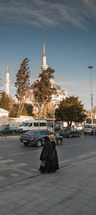 Two woman in front of Mosque, Istanbul (jonas.volle) Tags: turkey nikon istanbul mosque trkei niko d80