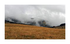 Aubrac (Yvan LEMEUR) Tags: aubrac aveyron nuages ambiance landscape paysage lacdesmoines france randonne