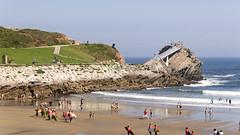 CFR2969 La Peona (Carlos F1) Tags: nikon d300 principado asturias mirador playa salinas beach view mar sea sand arena rock roca cliff acantilado principadodeasturias spain peona sufers surf surfing