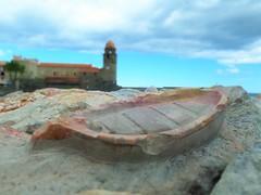 Bateau (mathieuhivin) Tags: bateau roche caillou mer ocan