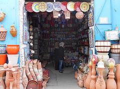 Sfax Ceramic Dealer  Southern Tunisia (Sascha Grabow) Tags: sfax saschagrabow tunesien tunisia afrika africa shop keramik ceramic ceramicdealer tpfer tpfe teller plate plates kunst art kunsthndler dealer hndler