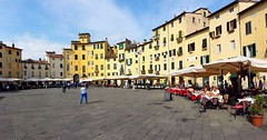 Piazza dell'Anfiteatro.  #beauty of #tuscany  #giallo e #verde (liz.bet) Tags: instagramapp iphoneography lucca toscana tuscany italy autumn weekend love anfiteatro piazza