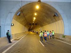 Wandeling door de Sluiskil tunnel (Omroep Zeeland) Tags: tunnel wandeling sluiskil