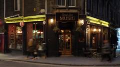 Fiddler's Arms (byronv2) Tags: edinburgh edimbourg edinburghbynight night nacht nuit scotland oldtown grassmarket fiddlersarms pub bar