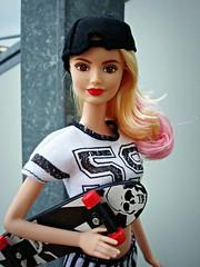 LA girl (Deejay Bafaroy) Tags: pink red portrait white black rot scale outdoors miniature doll barbie rosa portrt blond blonde skateboard 16 weiss schwarz mattel puppe draussen fashionistas miniatur rollbrett playscale lagirl
