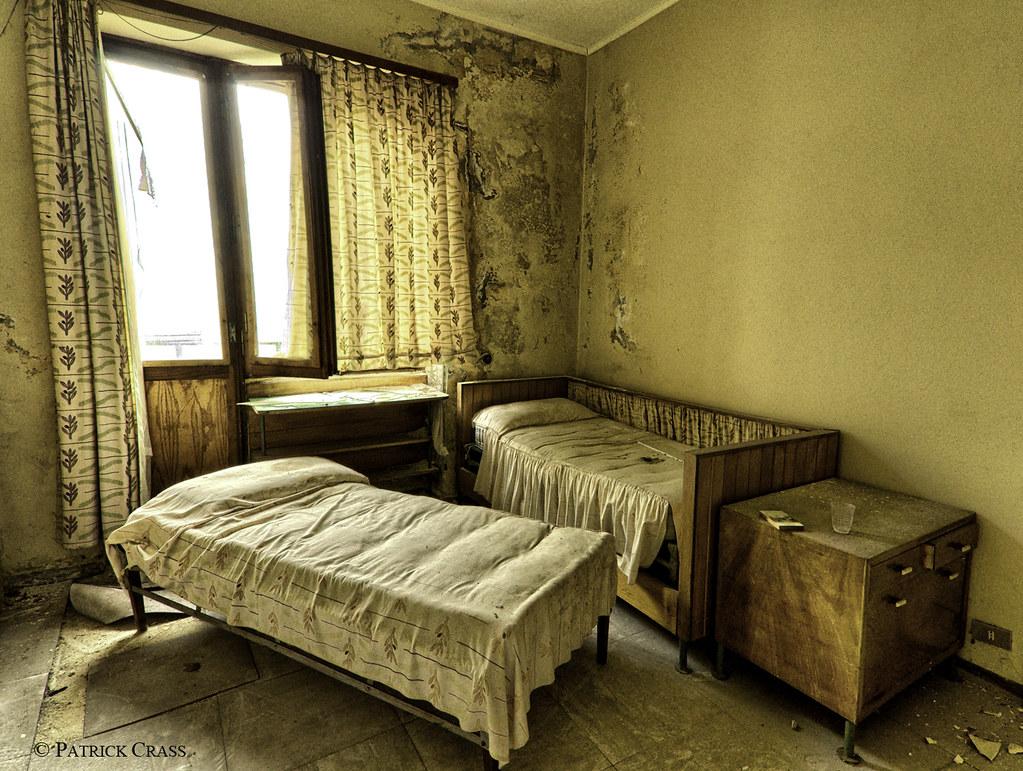 schimmel im schlafzimmer bett schlafzimmer dunkle m bel wandgestaltung biber bettw sche. Black Bedroom Furniture Sets. Home Design Ideas