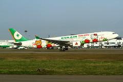 "EVA Air Airbus A330-300 ""Hello Kitty loves Apple"" c/s B-16332 (Manuel Negrerie) Tags: b16332 evaair airbusa330 a330300 hellokitty livery kitty sanrio japan asia popculture taoyuanairport taiwan evergreen logo design staralliance"