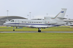 Aeronautica Militaire - M.M.62245 landing - Farnborough Airport (FAB/EGLF) (Andrew_Simpson) Tags: mm62445 aeronauticamilitaire dassaultfalcon900ex dassaultfalcon900 dassaulfalcon dassaultaviation dassaultaircraft dassault falcon900ex falcon900 falcon 900ex italianairforce italyairforce italian italy airforce military bizjet businessjet privatejet executivejet landing land arriving arrival arrive farnboroughairport fanrboroughinternationalairport farnboroughinternational farnboroughairshow farnboroughinternationalairshow farborough fab eglf hampshire airshow airdisplay fia fia16 fia2016 uk aircraft aviation avgeek avporn aviationgeek aviationporn planepic planephoto planes plane aircraftpic airplane aeroplane unitedkingdom gb greatbritian england