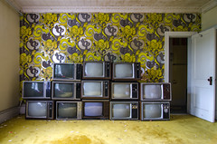 Bad Reception (Pas (sQualie)) Tags: wallpaper ny newyork abandoned television hotel us tv nikon decay spa ue urbex uer 2013 sharonsprings d7000