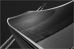 15/52 : Look at the sky (London) [Explored] (Hervé Marchand) Tags: building london plane londres avion immeuble 1000faves 52weeksthe2015edition week152015 weekstartingthursdayapril92015