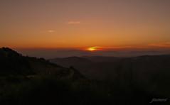 Absorbente y cautivadora oscuridad (Argos351Photo) Tags: sunset españa atardecer spain nevada sierra granada chase caza