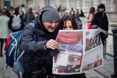 Smile! (jonron239) Tags: woman man london girl newspaper photographer expression woollyhat somersethouse londonfashionweek leathergloves